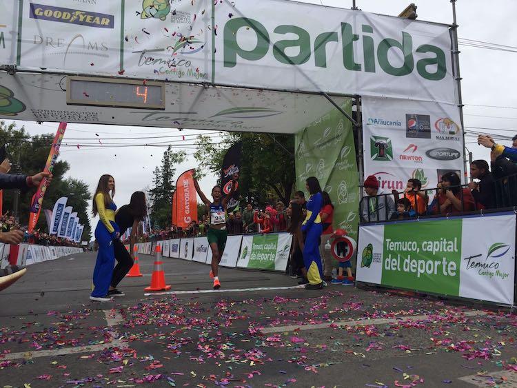 Imagen_Noticia_El_chileno_Enzo_Yanez_es_Campeon_Sudamericano_de_Maraton_02